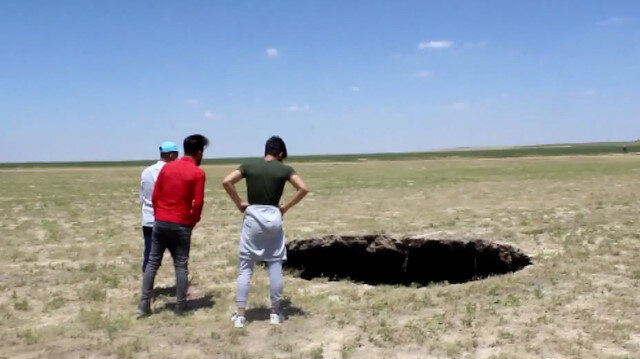 Konya'da korkutan obruk: 3 metre çapında 65 metre derinliğinde