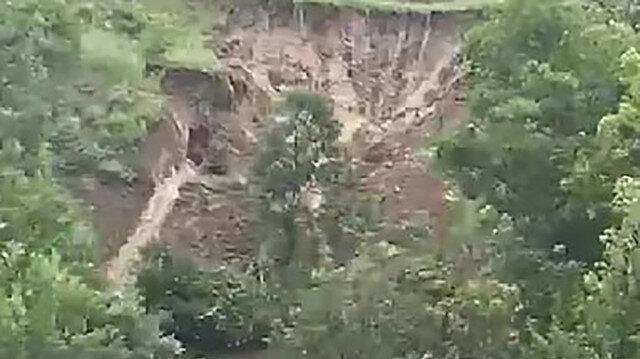 Amasya'da heyelan ağaçları yerinden söktü: O anlar kamerada