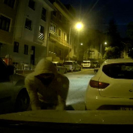 Ataşehirde 20 saniyede söktükleri farları çalan hırsız araç içi kamerasına yansıdı