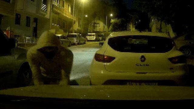 Ataşehir'de 20 saniyede söktükleri farları çalan hırsız araç içi kamerasına yansıdı