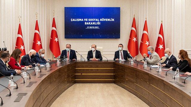 700 bin kamu işçisinin gözü zam pazarlığında: İşte Türk-İş ve Hak-İş'in brüt ücret talebi