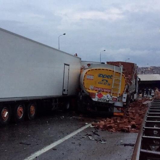 Anadolu Otoyolunda zincirleme kaza: 20 araç birbirine girdi, çok sayıda yaralı var