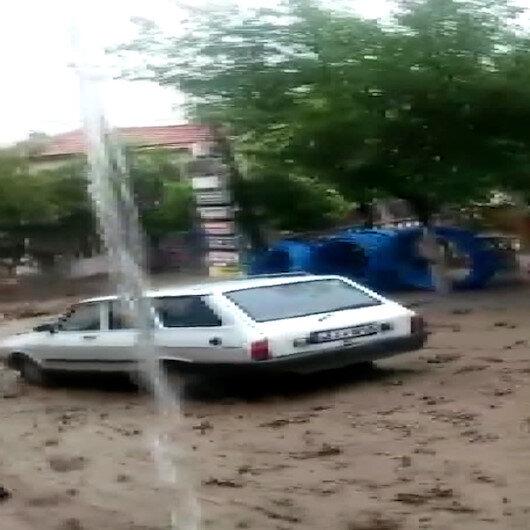 Manisada sele kapılan otomobil metrelerce sürüklendi