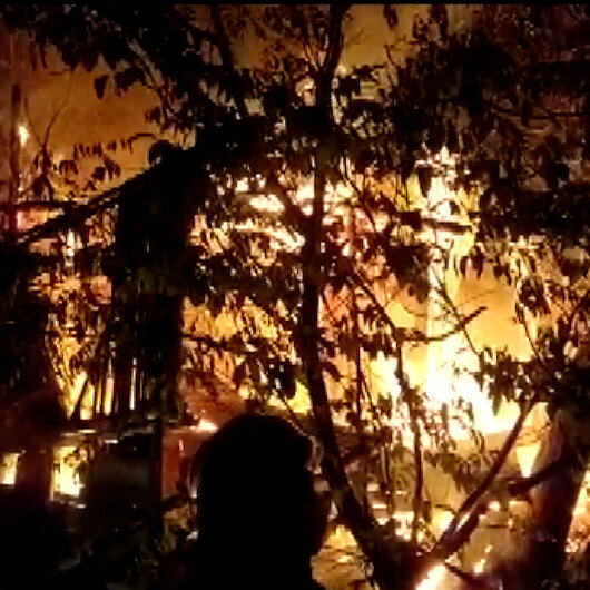 Boluda iki katlı ahşap ev alev alev yandı
