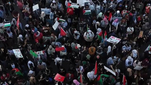 New York'ta toplanan protestocular Filistin'e destek gösterisi düzenledi