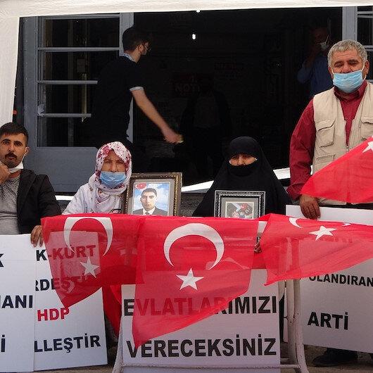 HDP önündeki evlat nöbeti sürüyor: Bu Kürt davası değil bunlar Kürt'ün çocuğunu imha ediyor!