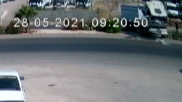 El freni çekilmeyen kamyonun refüje çıkma anı güvenlik kamerasında