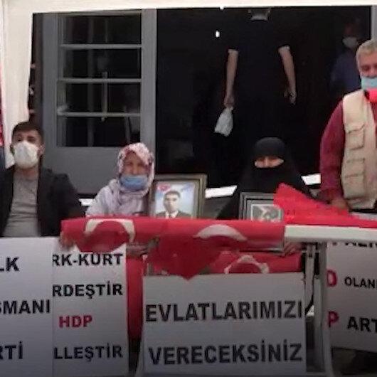 Muşta ailelerin HDP önündeki evlat nöbeti 7. haftasında devam ediyor