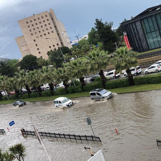 Samsunda şiddetli yağmur: Ana arterler göle döndü