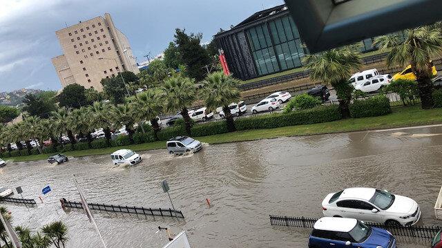 Samsun'da şiddetli yağmur: Ana arterler göle döndü
