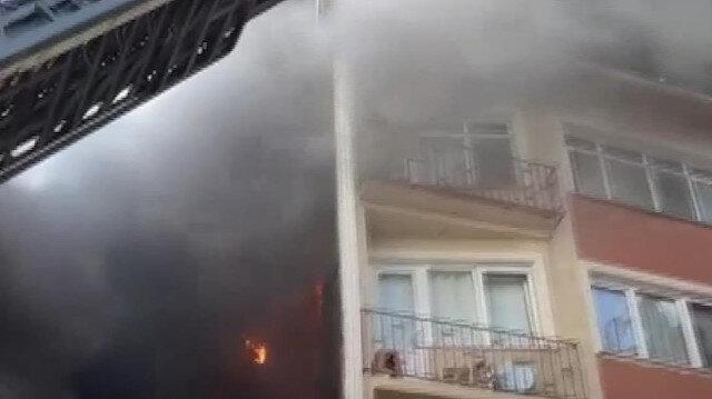Beyoğlu'nda halı fabrikasında çıkan yangın yanında bulunan 6 katlı binaya sıçradı