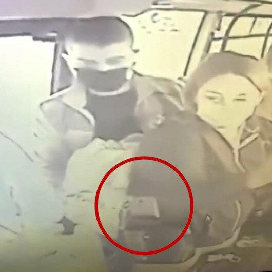 Minibüste cep telefonu hırsızlığı anbean kaydedildi