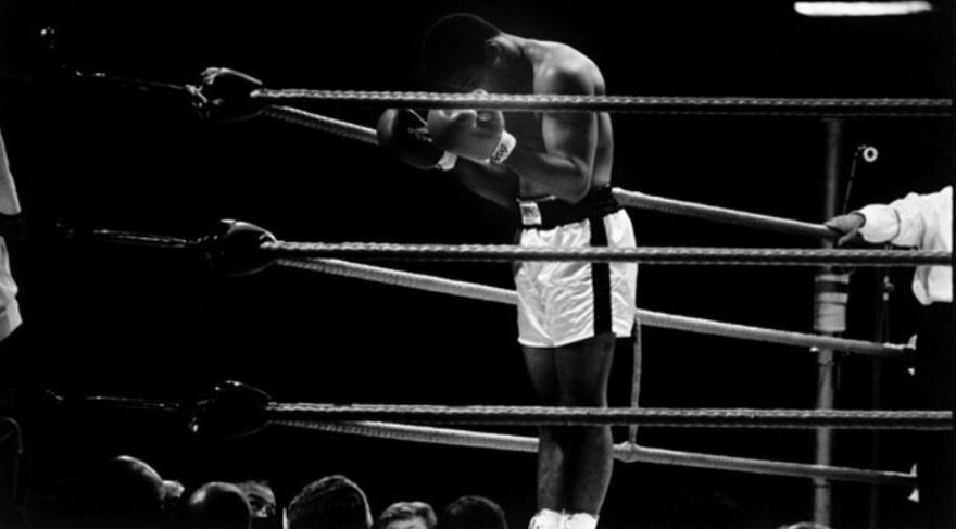 Muhammed Ali maçlara dua ederek çıkıyordu.
