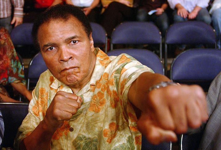 Muhammed Ali hayat mücadelesi ve başarısıyla milyonlarca gence örnek oldu.