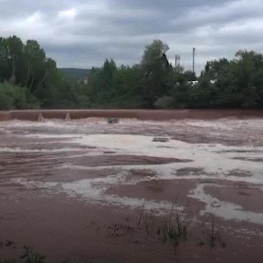 Çevre ve Şehircilik İl Müdürlüğü ekipleri Bartın Irmağı'ndaki beyaz köpüklerin nedenini öğrenmek için sudan numune aldı