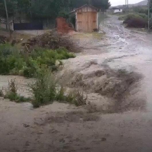 Amasyada etkili olan sağanak yağış nedeniyle Kumluk Deresi taştı