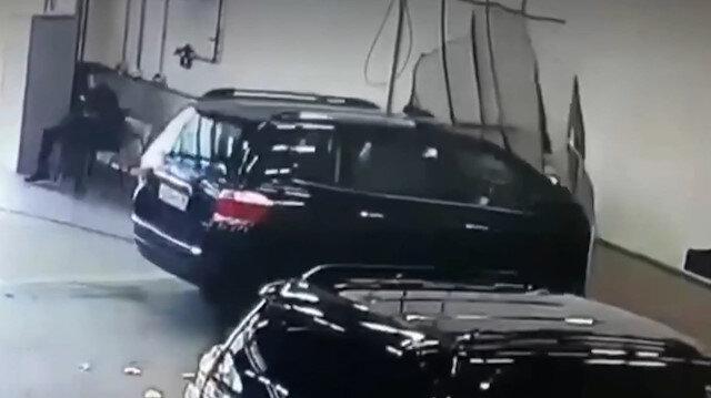 Fren yerine gaza basan sürücü duvarı parçalayarak ofise daldı