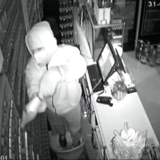 Hırsızlar parmak izlerini silmek için çekmecelere kola döktü