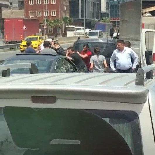 Başakşehirde trafikte yol verme kavgası