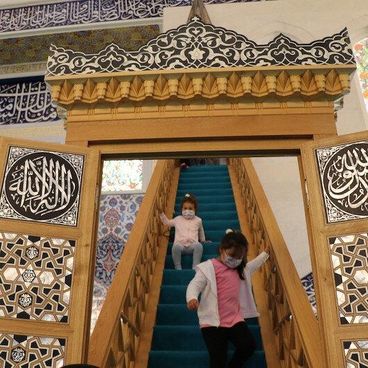 Cumhurbaşkanı Erdoğan'ın açtığı Uzun Mehmet Camii'ne ziyaretçi akını