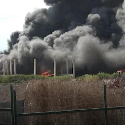 Adanada plastik geri dönüşüm fabrikasında yangın çıktı