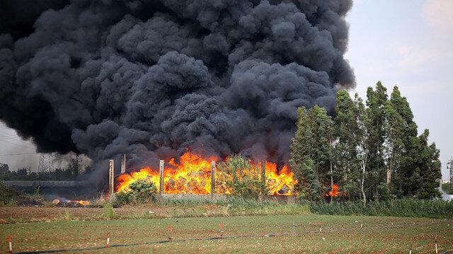 Adana'da plastik fabrikasında korkutan yangın: Dumanlar gökyüzünü kapladı