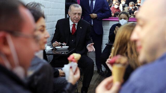 Cumhurbaşkanı Erdoğan Beylerbeyi'nde dondurmacıya uğradı