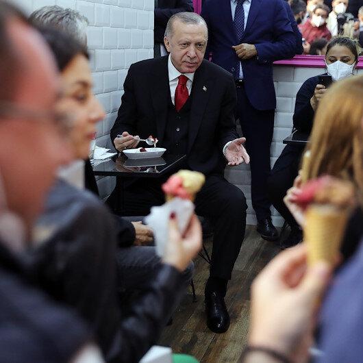 Cumhurbaşkanı Erdoğan Beylerbeyinde dondurmacıya uğradı