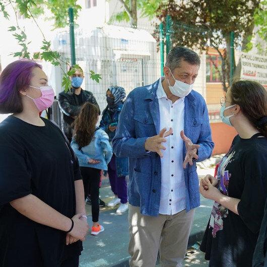 Bakan Selçuk LGSye giren öğrenci ve velilerle sohbet etti