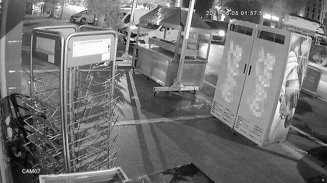 Adana'da kebapçıya kalaşnikoflu saldırı güvenlik kamerasında