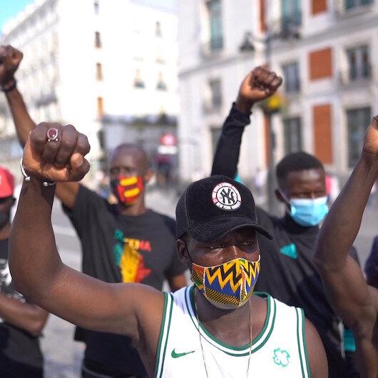 İspanyadaki siyahi Afrikalılar ırkçılık karşıtı gösteri düzenledi