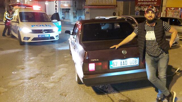 Alkollü aday sürücü aracının önünde gazetecilere poz verdi