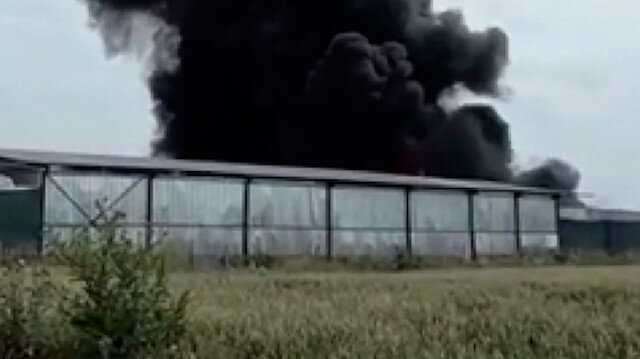 Bursa'da, geri dönüşüm tesisi atık toplama alanında yangın