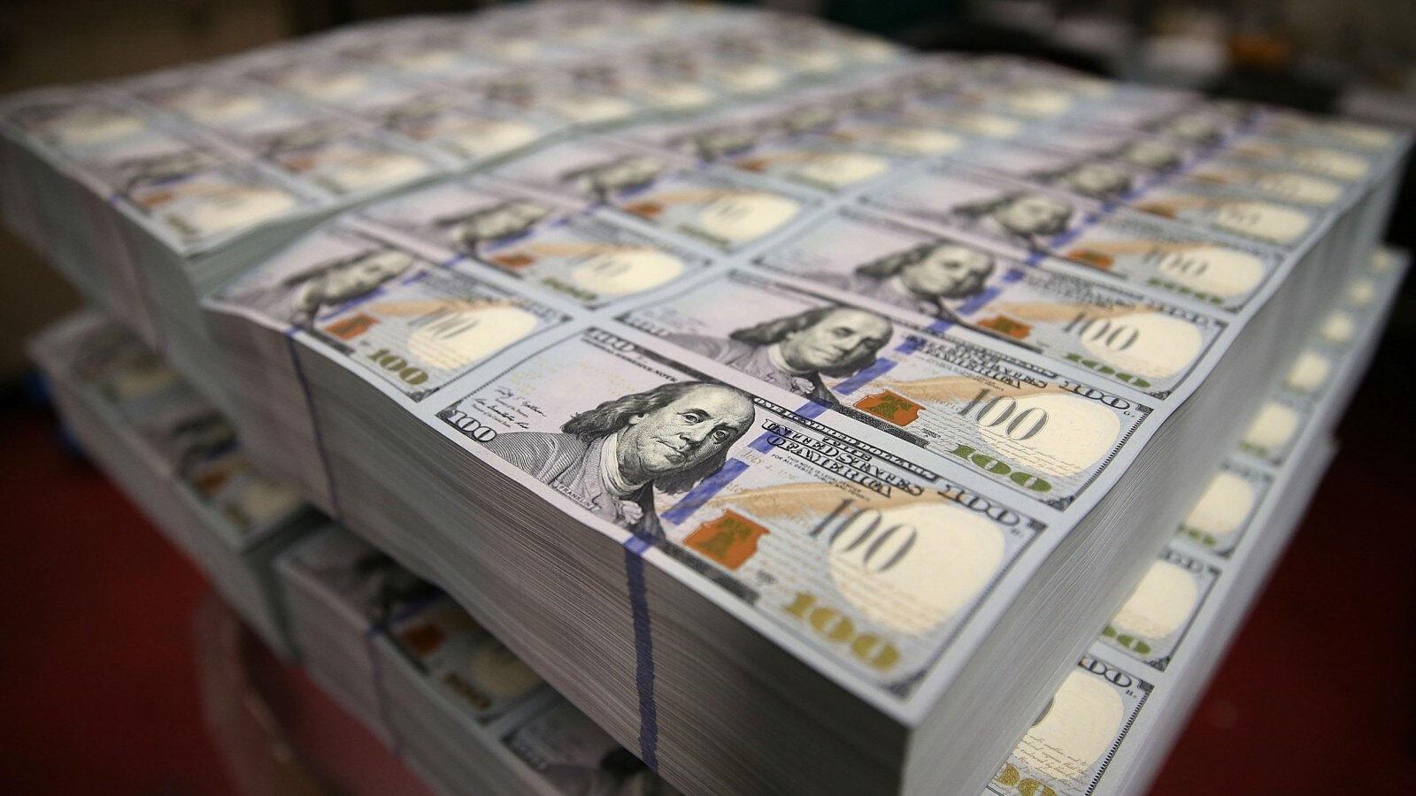 Ulusal Refah Fonu'nda doların payının ise avro, yuan ve altın cinsinden varlıklara dağıtılması planlanıyor.