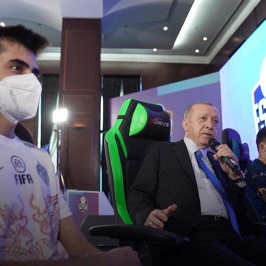 Cumhurbaşkanı Erdoğan, AK Parti Gençlik Kollarınca düzenlenen e-Spor turnuvasının final maçını izledi