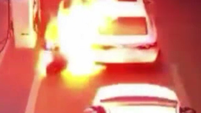 Suudi Arabistan'da akaryakıt istasyonundaki görevli alevlerden canını zor kurtardı