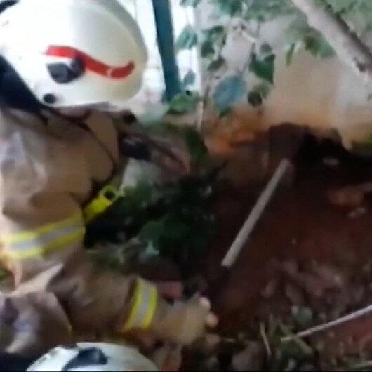 Beton duvarın altındaki boşluğa düşen köpek kurtarıldı
