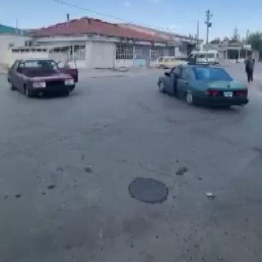 Konyada iki otomobil karşılıklı drift yaptı