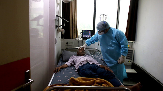 Vaka sayılarının düştüğü Hindistan'da Kovid-19 salgınında son 24 saatte 2 bin 123 kişi öldü