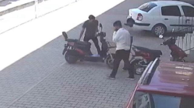 Güpegündüz elektrikli bisiklet hırsızlığı kamerada
