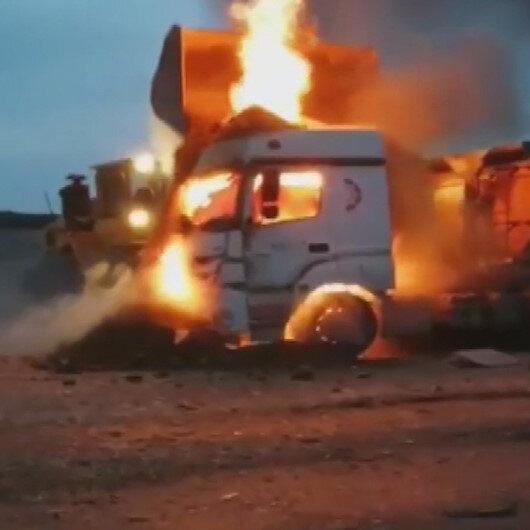 Arnavutköyde yanan kamyonu kepçeyle söndürmeye çalıştılar