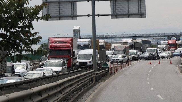 Samsun'da viyadük üzerinde 3 araç çarpıştı: Trafik felç oldu