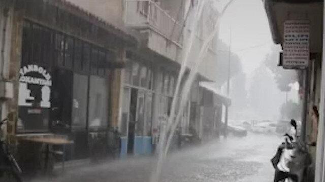 Manisa'da etkili olan sağanak yağış sonrası sokaklar göle döndü