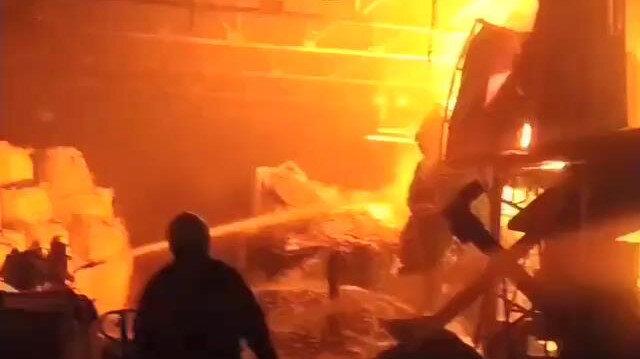 Bursa'da geri dönüşüm fabrikası alev alev yandı