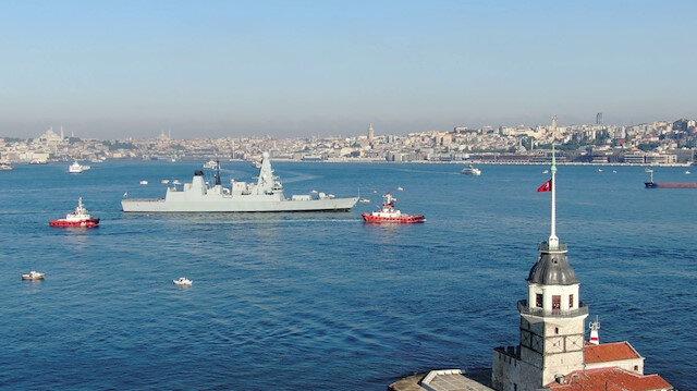 İngiliz savaş gemisi İstanbul Boğazı'nda