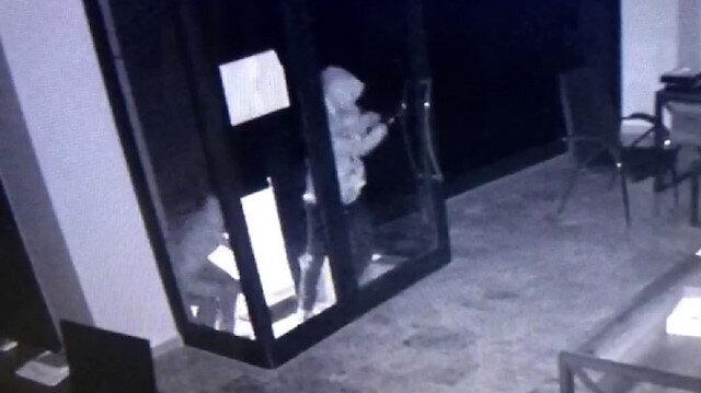 Küçükçekmece'de kargo şubesine girmeye çalışan hırsızlar alarmı duyunca böyle kaçtı