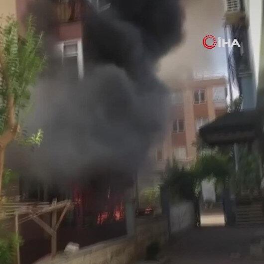 Antalyada 3 katlı bir binanın giriş katında çıkan yangında patlama yaşandı