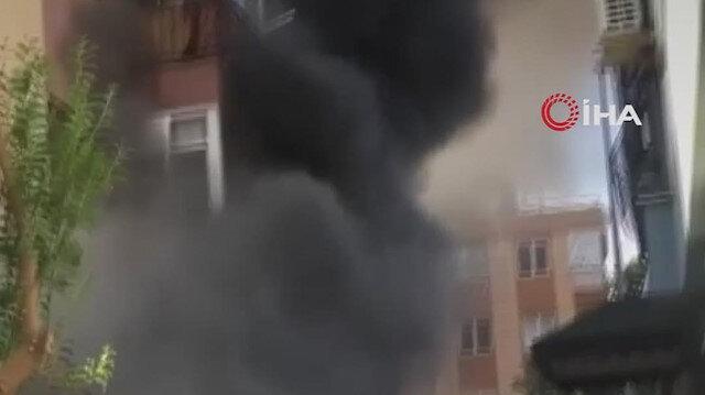 Antalya'da 3 katlı bir binanın giriş katında çıkan yangında patlama yaşandı