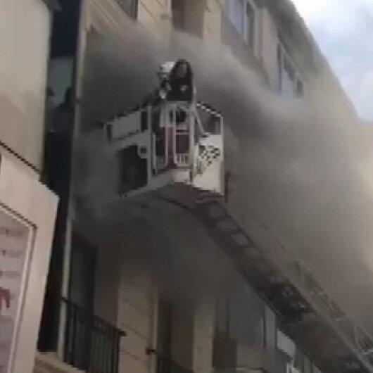Fatihte oteldeki yangında mahsur kalan turist kurtarıldı