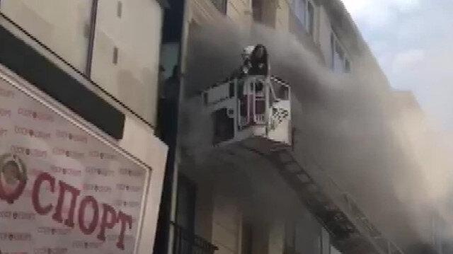 Fatih'te oteldeki yangında mahsur kalan turist kurtarıldı
